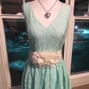 ‼️3/45.00 Pretty Lace Belted Mint Green Dress